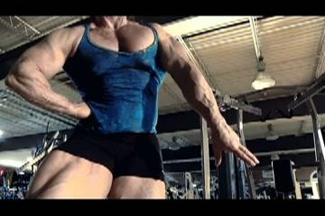 Gespierde bodybuildster speelt met haar  bbw klit