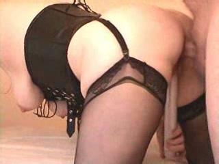 harde lul in haar kontgaatje en de seksspeeltje in haar gleuf