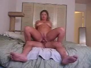 Het heet stel maakt een amateurs porno clip anal berijden
