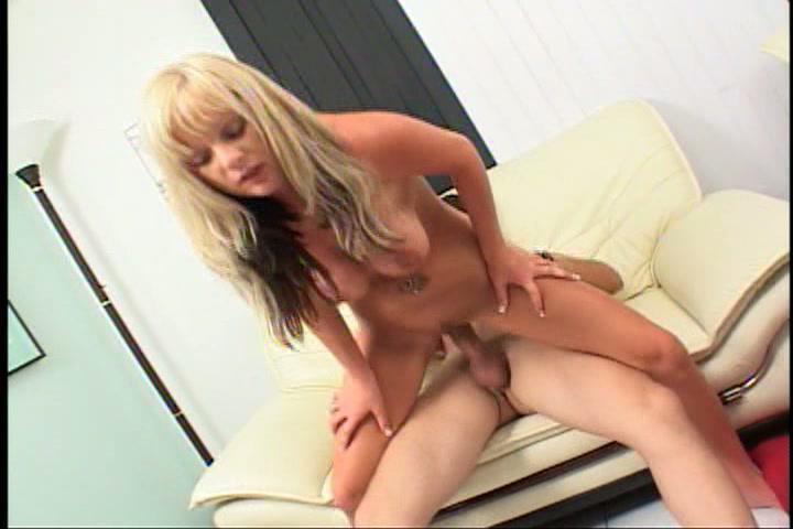 Blonde amateurslet sex actrice voor een overdag