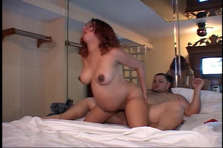 Ze is zwanger en laat zichzelf berijden