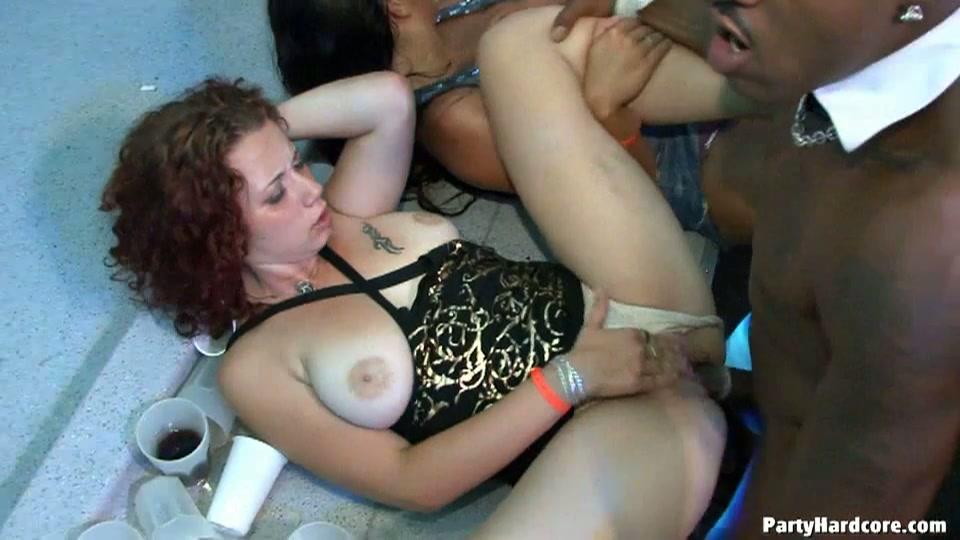 Hardcore sex party heeft geen dark room nodig
