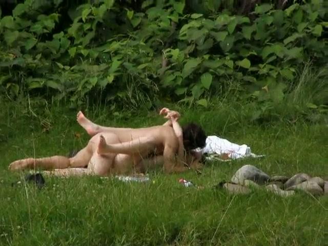 Stiekem gefilmde buitensex
