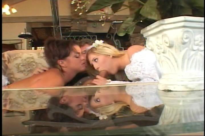 Een biseksueel trio in de huwelijksnacht