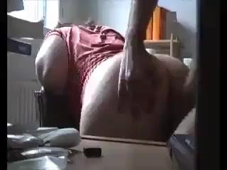 Bij elke stoot tijdens het neuken schudden haar dikke billen