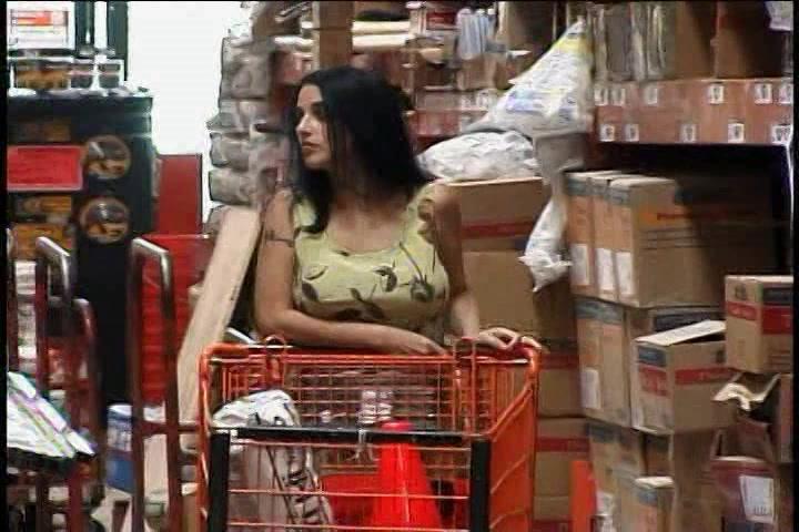 Deze geile huisvrouw pijpt en laat zich neuken voor geld
