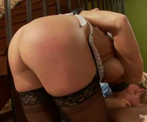 Haar vriendje filmt hoe ze mastubeerd