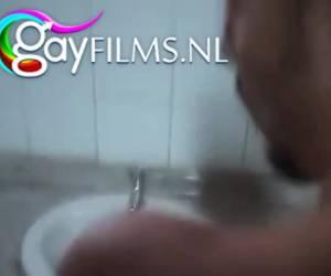 Gay sex op een openbaar toilet